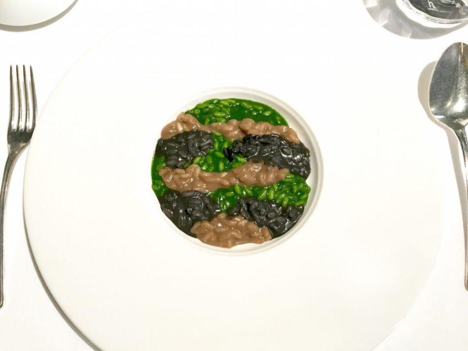 Reis, grün auf braun auf schwarz