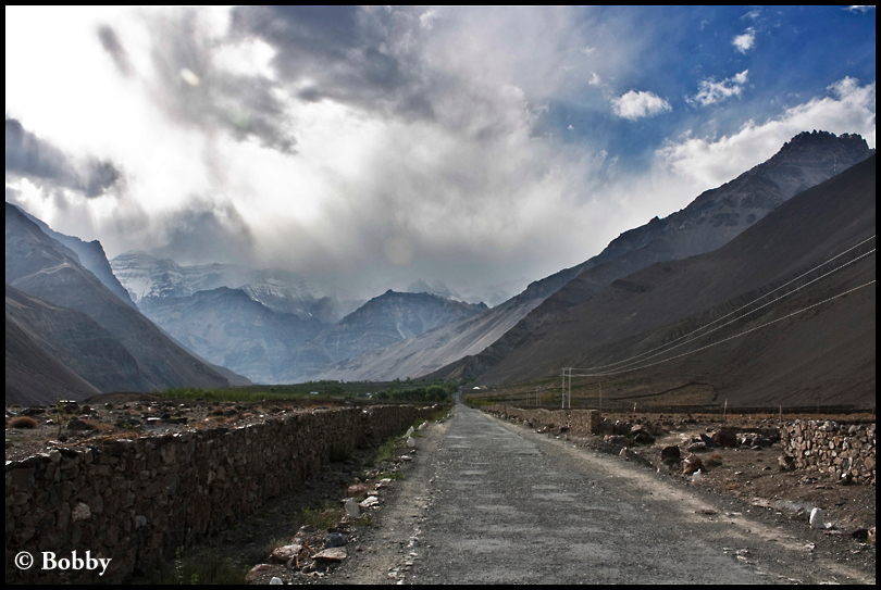Enroute Tabo - a straight stretch after hundreds of kilometres of hilly roads.
