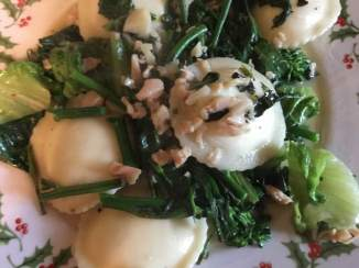 Ravioli with clams