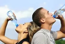 7 STUNNING BENEFITS OF DRINKING WATER FIRST THING IN THE MORNING 1