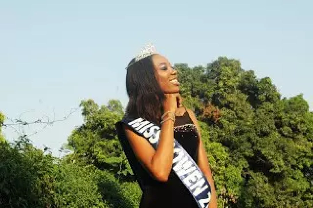 AN INTERVIEW WITH THE WINNER OF THE 2017 BOWEN BEAUTY PAGEANT 37