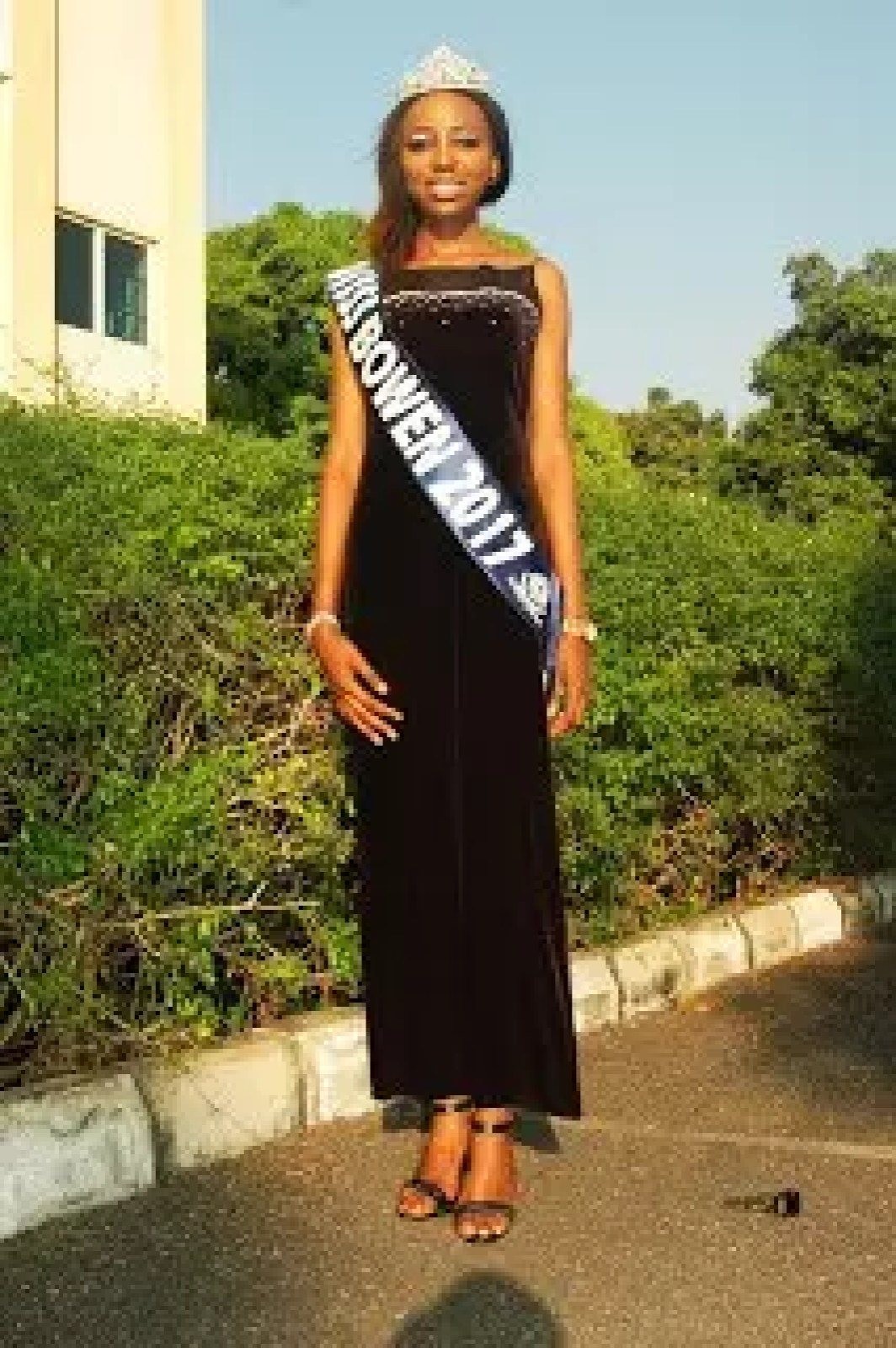 AN INTERVIEW WITH THE WINNER OF THE 2017 BOWEN BEAUTY PAGEANT 41