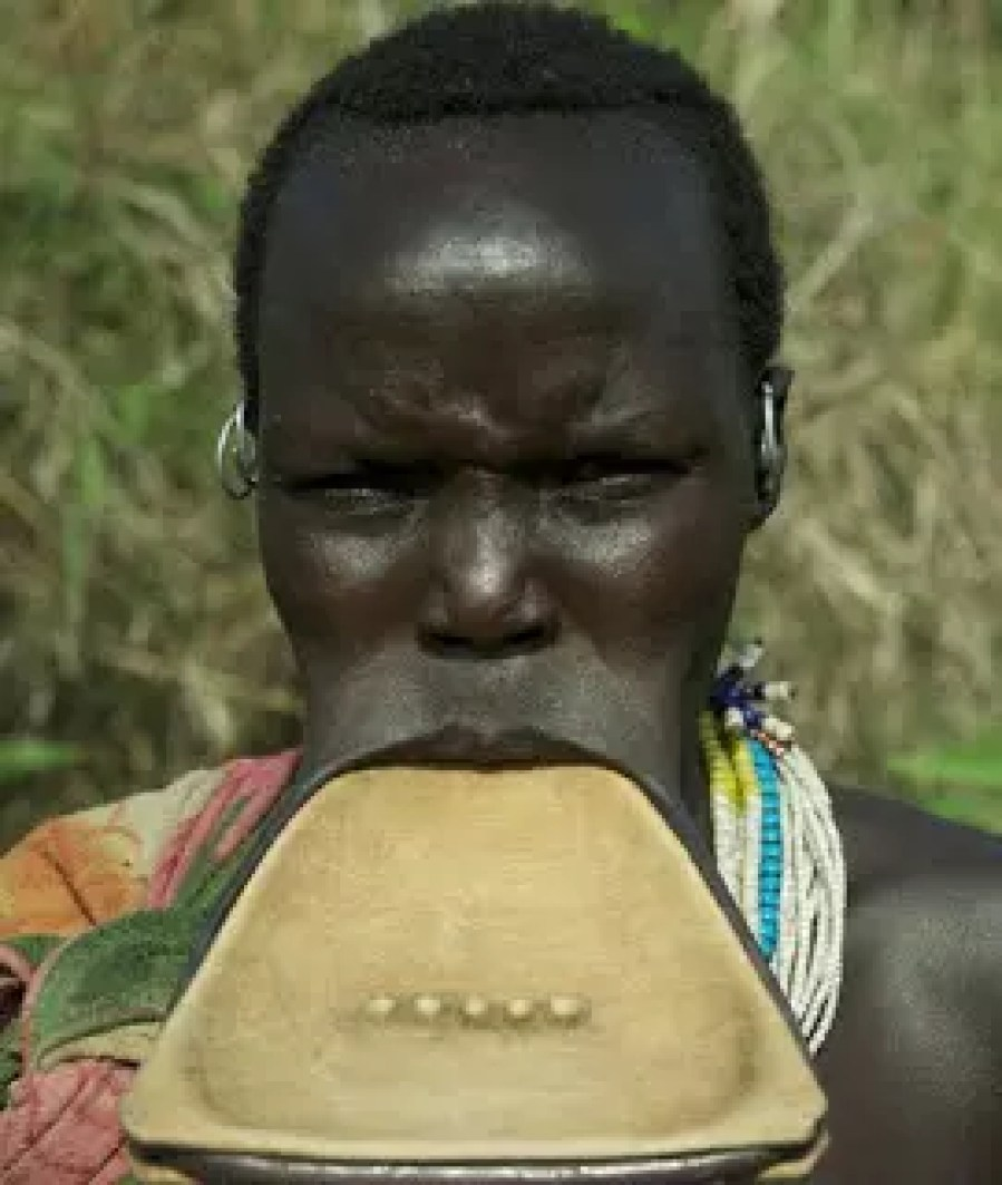 MEET THE ETHIOPIAN TRIBES THAT BELIEVES LIP PLATE DETERMINES YOUR BEAUTY 3