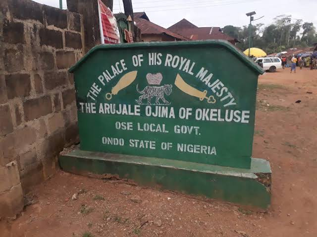 MEET THE 16-YEARS-OLD OBA ADEYEOBA OLOYEDE ADEKOYA; THE ARUJALE OF OKELUSE, ONDO STATE 4