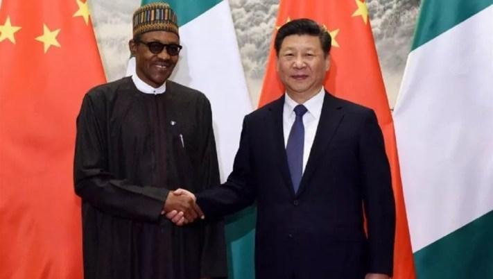 Chinese President Xi Jinping(R) and Nigerian President Muhammadu Buhari