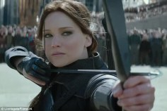 297A9B8100000578-3117094-_Turn_your_weapons_to_the_Capitol_Katniss_Everdeen_prepares_for_-m-65_1433927388752