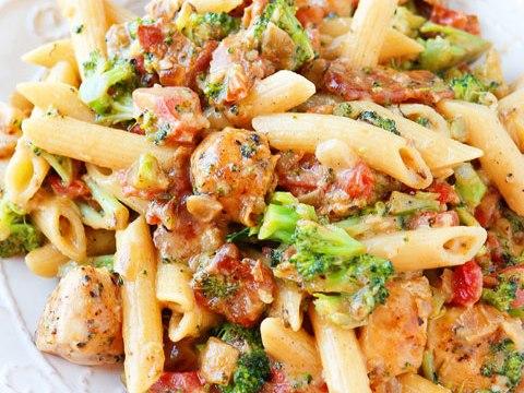cheesy-chicken-bacon-broccoli-pasta