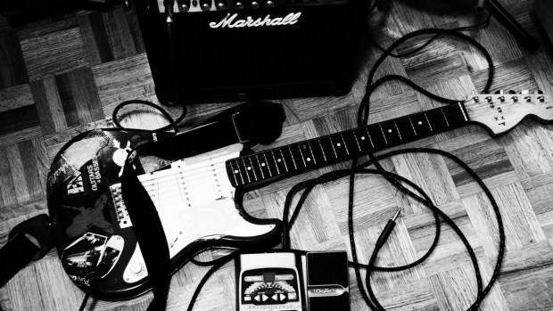 6924189-rock-guitars-monochrome