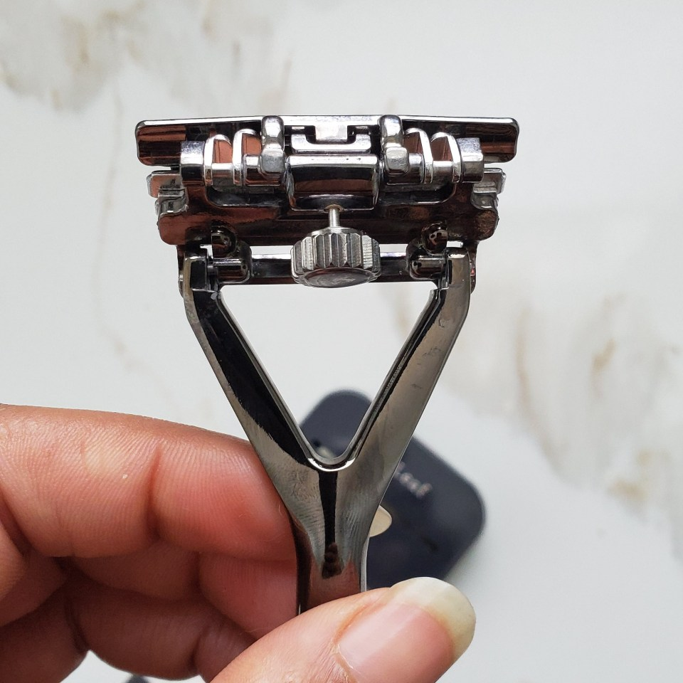 leaf shave razor back with adjustable knob