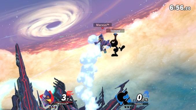 Das Foto zeigt eine Attacke von Mr. Game&Watch wo er mit seinem Mund neben Falco in der Luft ist.