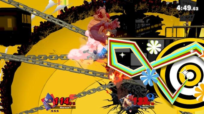 Das Foto zeigt, wie Falco Bowser gegen die linke Seite der Stage schlägt. An Boweser sieht man kleine Flammen.
