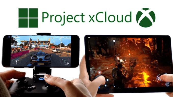 Das Bild zeigt Project xCloud. Man sieht ein Smartphone in einer Controller-Halterung und ein Tablet. Auf beiden Systemen werden Videospiele gestreamt.