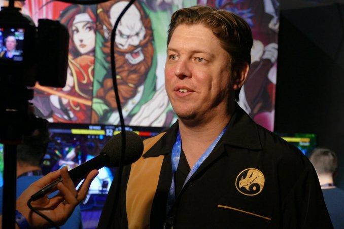 """Das Bild zeigt den Director David Sirlin vom Fighting Game """"Fantasy Strike""""."""