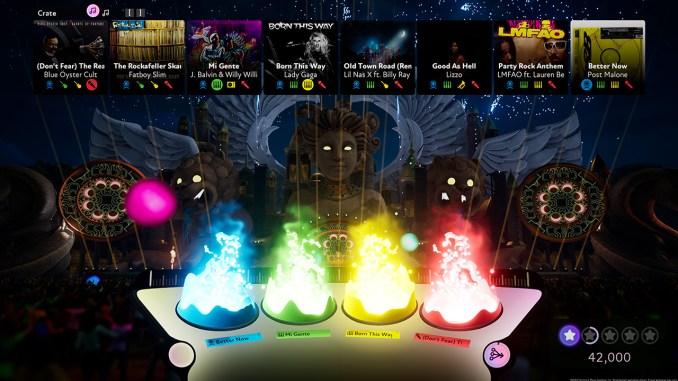 """Das Bild zeigt eine Szene aus dem Spiel """"Fuser"""". Es handelt sich um ein brennendes DJ-Pult."""