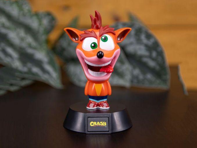"""Das Bild zeigt eine Nintendo-Merch """"Crash Bandicoot""""-Lampe, welche von Lidl vertrieben wird."""