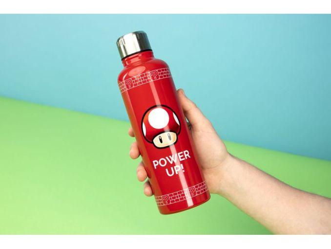Das Bild zeigt eine Nintendo-Merch Wasserflasche, welche von Lidl vertrieben wird.