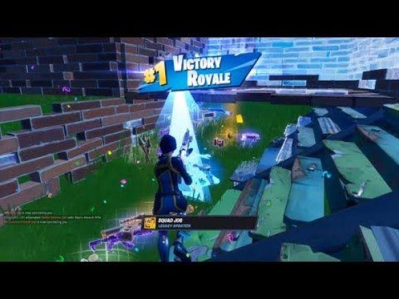 Zu sehen ist ein Charakter aus dem Spiel Fortnite, der sich gerade den Sieg holt. Auch bei Nintendo ist das Spiel das meist gespielte Spiel auf der Switch