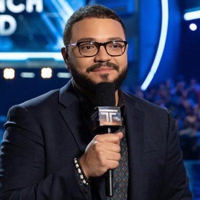 DaS Bild zeigt einen der Moderatoren der E3 202. Sein Name ist Alex Mendez