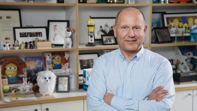 Das Bild zeigt den Gründer von Illumination Entertainment. Sein Name ist Chris Meledandrin