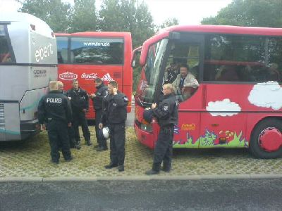 SC-Busse von Polizei festgehalten