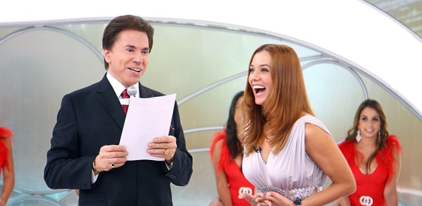 Silvio Santos e Mônica Carvalho, da novela  Uma Rosa com Amor, que estreia na segunda