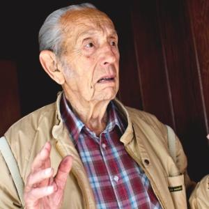 Harold Camping, em sua casa. Pregador não queria dar entrevistas logo após o não-fim do mundo