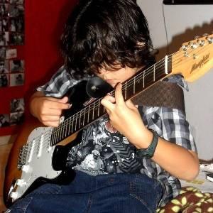 Marcelo, 8, fã de Iron Maiden e Ozzy Osbourne, foi advertido por diretora de escola de São José do Rio Preto (SP) por gostar de rock pesado