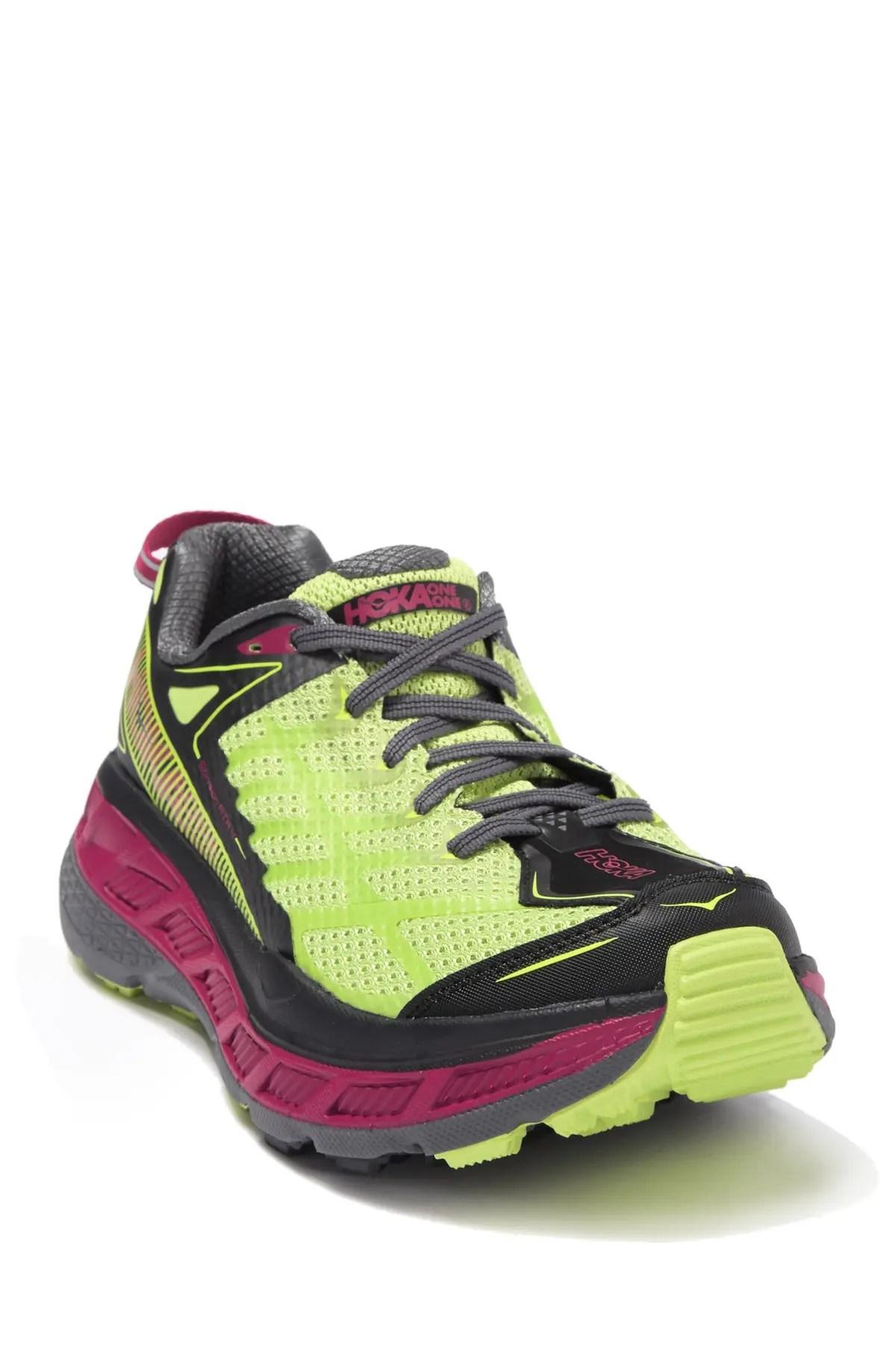 حزمة صورة فوتوغرافية الذات hoka running shoes near me