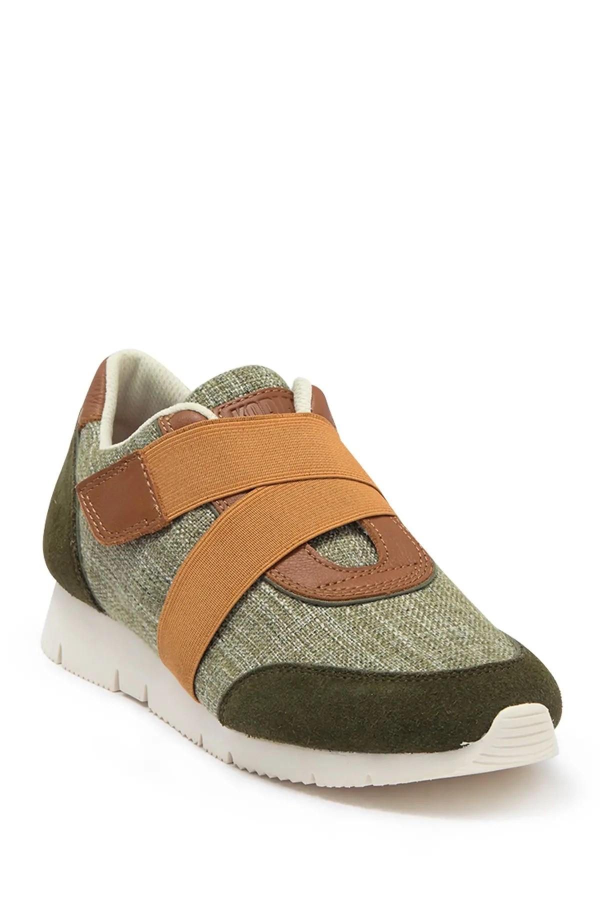 https www nordstromrack com clearance women shoes sneakers