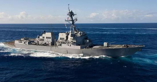 8月28日,「韋恩·E·邁耶」號駛入中國南海永暑礁和美濟礁12海里範圍內。