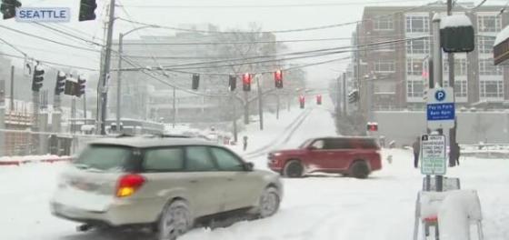美国暴风雪中的道路视频截图
