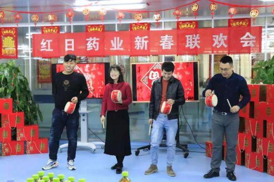 一家上市公司当场响应中国农历新年的呼吁| Business Wire 该公司子公司的60多名员工正在加班工作,以现场生产用于农历新年的新型电晕疫苗。