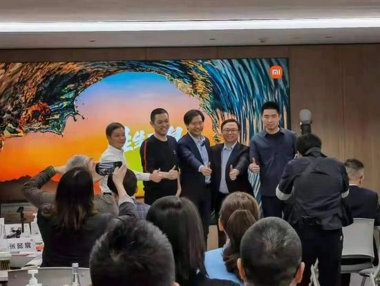 ▲雷軍和王傳福、李斌、何小鵬、李想合影(圖片源自網絡)