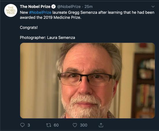 格雷格·塞门扎得知获奖后发的自拍。截图/自诺贝尔奖官方推特。