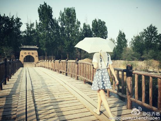 組圖:36歲陳喬恩短裙秀美腿 丸子頭裝扮似少女