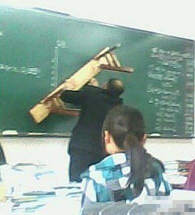 蠟炬成灰終不悔 別人班的老師會賣萌