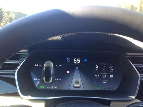 體驗Tesla自動駕駛:開着開着就嗨了