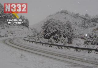 Snow on the road - n332.es