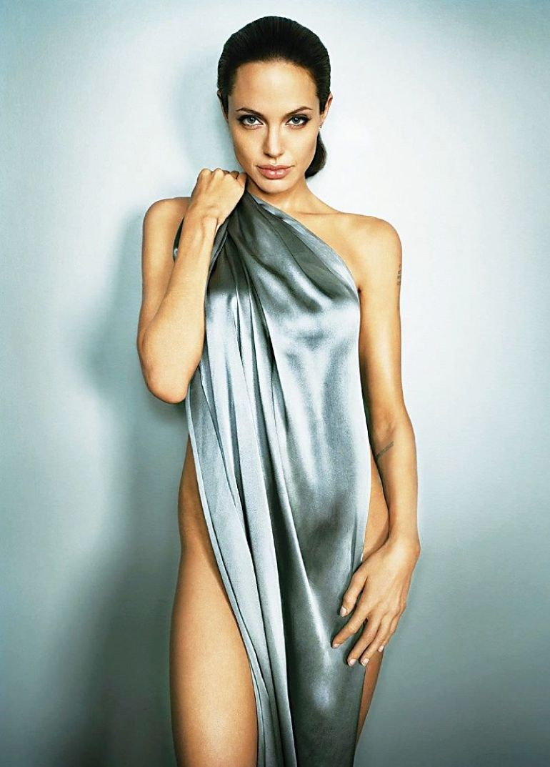Angelina-Jolie-Hot-Photoshoot