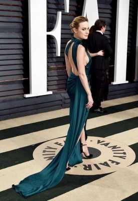 Brie-Larsons-backless-dress