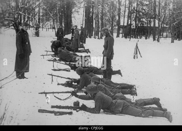 Soldiers Waffen Ss Eastern Front Stock Photos & Soldiers