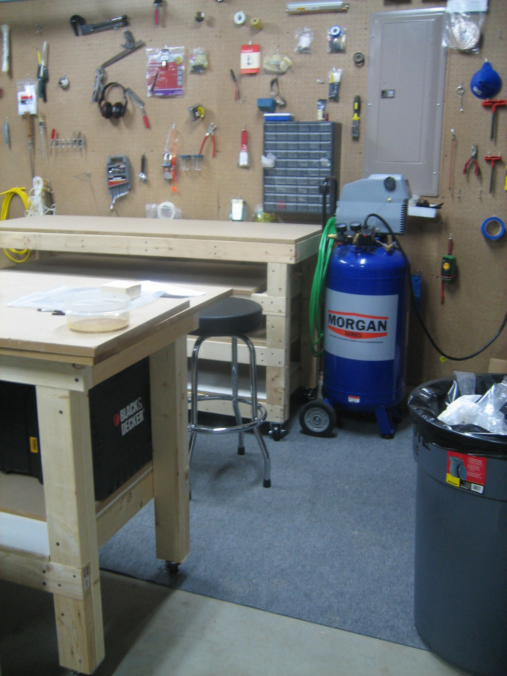 See the nice workbench in the background? That's the new one.