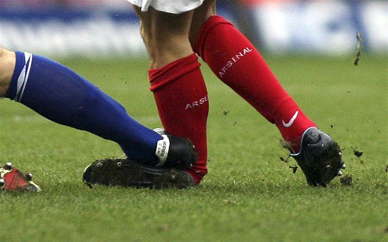 Перелом ноги на футбольном матче