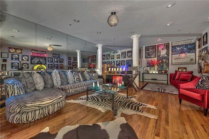"""""""Rocker lounge"""""""