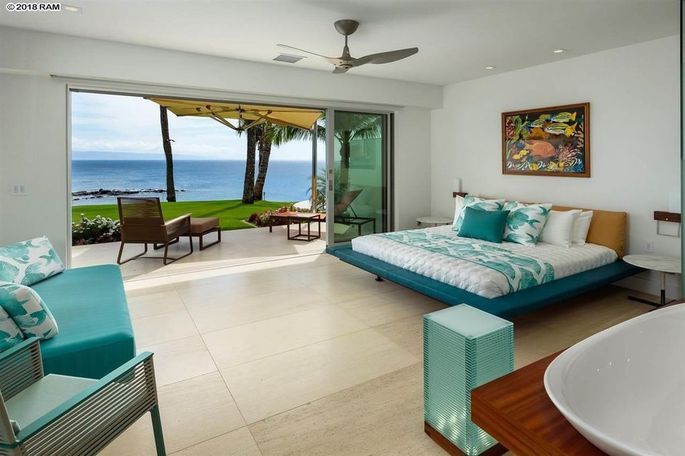 Bedroom with private lanai