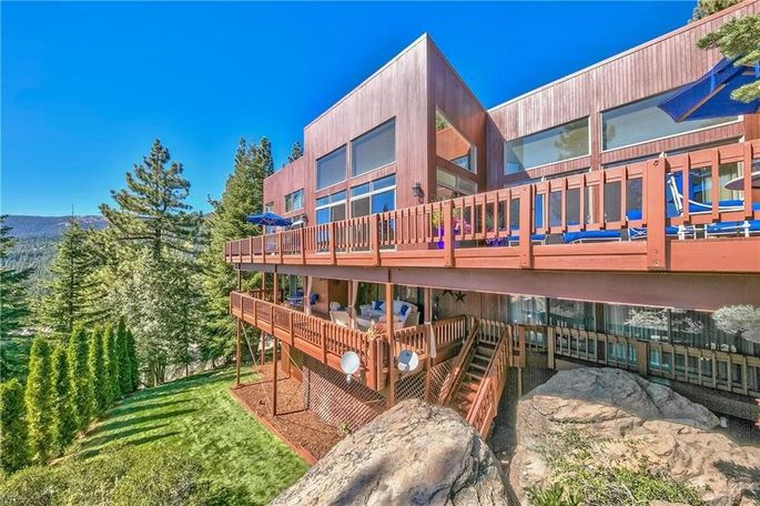 Live like a rock star in this Lake Tahoe home.
