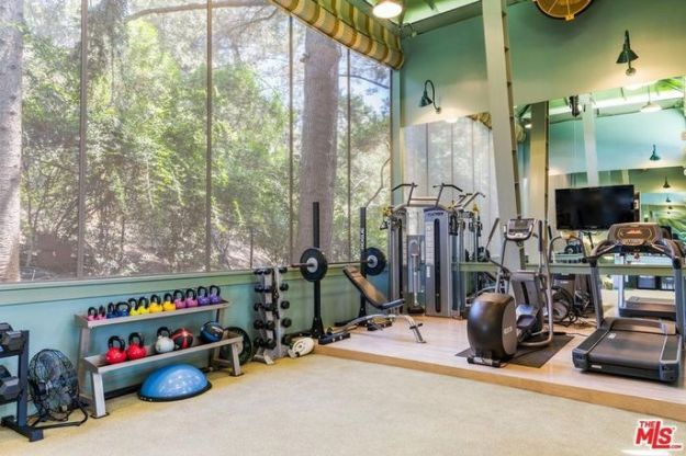 Fitness building