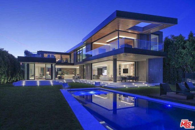 Balconies and infinity pool