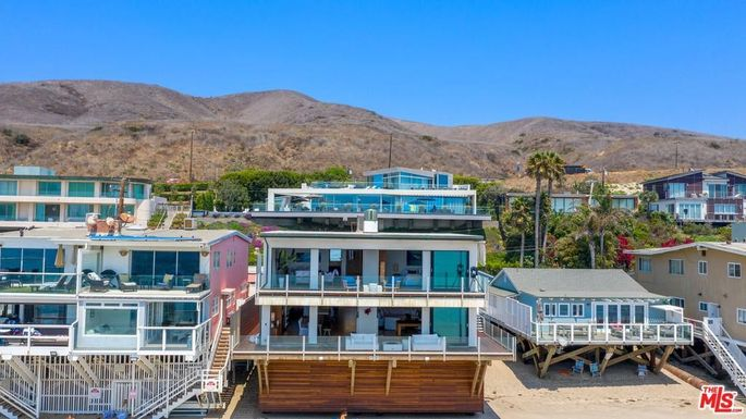 Friends Star Matthew Perry Lists His Malibu Beach House For 15m Realtor Com
