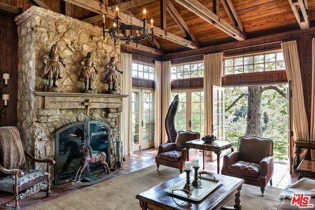 Living room with 'Braveheart' decor
